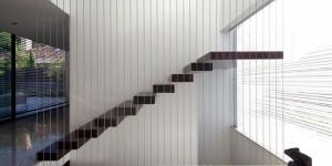 escalier marche par marche en bois