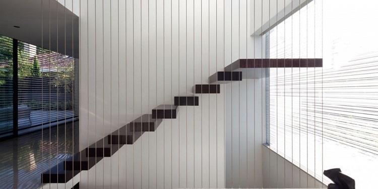escalier marche par marche